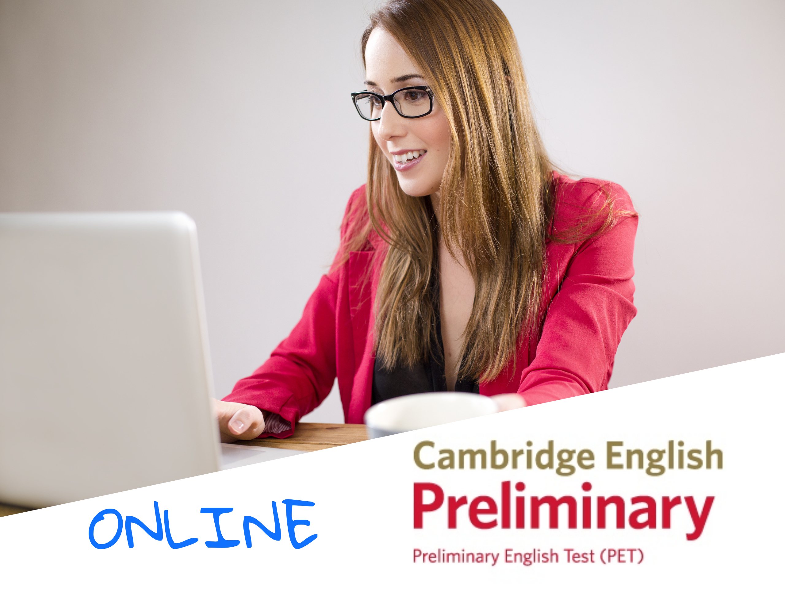 Alumna estudiando inglés online, preparando el título de PET online